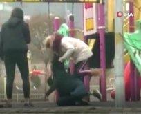 Kızlar saç saça baş başa kavgası kamerada