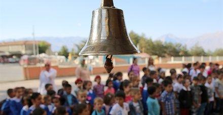 1 Mayıs yarın okullar tatil mi? 1 Mayıs Çarşamba liseler üniversiteler tatil mi? İşte MEB açıklaması