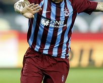 Trabzonspor yıldız oyuncu ile yollarını ayırdı