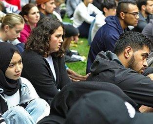Yeni Zelanda'da öğrenciler şehitleri ezanla andı