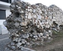 İzmir Depremi sonrası oluşan tsunaminin vurduğu Sığacık'taki 500 yıllık Osmanlı kalesi zarar gördü