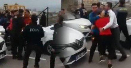 İzmir'de Göztepeli futbolcu ve taraftarlar arasında kavga çıktı!