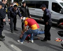 Galatasaraylı  taraftar otobüsten düştü!