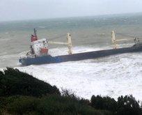 Şile'de şiddetli fırtına! Gemi karaya oturdu