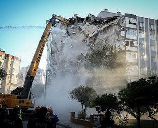 İzmir'deki 6.6'lık depremde bir kısmı yıkılan Karagül Apartmanı kontrollü olarak yıkıldı