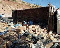 Arı kovanı ve bal yüklü kamyon devrildi: 3 ölü