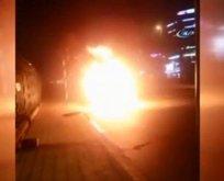 Seyir halindeki taksi alev alev yandı