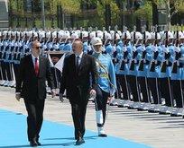 Fransız Le Monde yazarı: Erdoğan resmen alay ediyor
