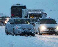 Yol kapandı, araçlar mahsur kaldı!