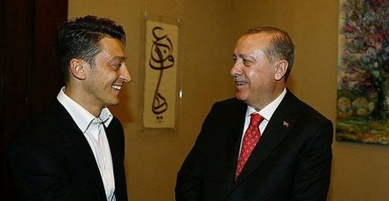 Almanlar Mesut Özil'e hakarete devam ediyor