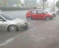 İzmir'de sokaklar göle döndü!