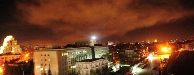 ABD Suriyeyi vurdu! İşte Şamdan ilk görüntüler