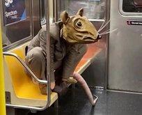 Metroda şoke eden görüntü! Devasa fareyi karşılarında görenler...