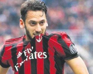Hakan Çalhanoğlu'na Leicester talip oldu