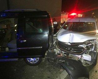 Zeytinburnu'nda kaza! Turistlerin olduğu araç...