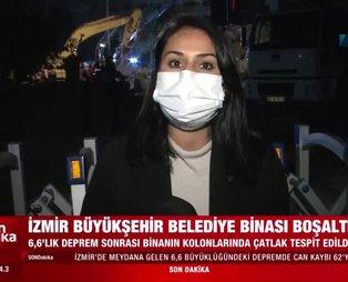 6.6'lık depremde hasar gören İzmir Büyükşehir Belediye binası tedbir amaçlı boşatıldı