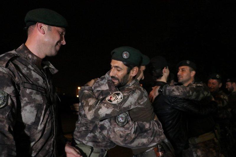 Afrinden dönen Özel Harekat polisleri ailelerine kavuştu