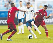 Arjantin Katar'ı yıktı zirvenin sahibi çeyrek finale çıktı