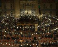 Yüz binlerce vatandaş camilere akın etti