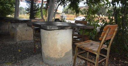 2 bin yıl öncesine ait mil taşı kahvehanede dekor olarak kullanılmış