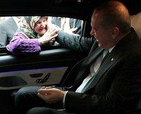 Erdoğan ile yaşlı teyzenin gülümseten sohbeti