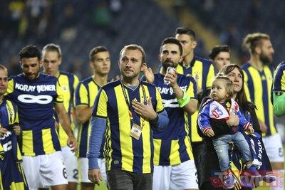 Fenerbahçeli futbolcular Koray Şeneri unutmadı
