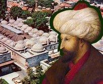 Fatih'in yanına defnedilmişti! O tarihçi aslında...