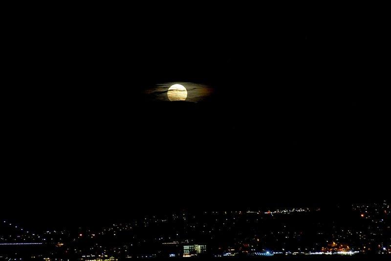 İstanbul'dan izlendi! Süper Aydan büyüleyici görüntüler