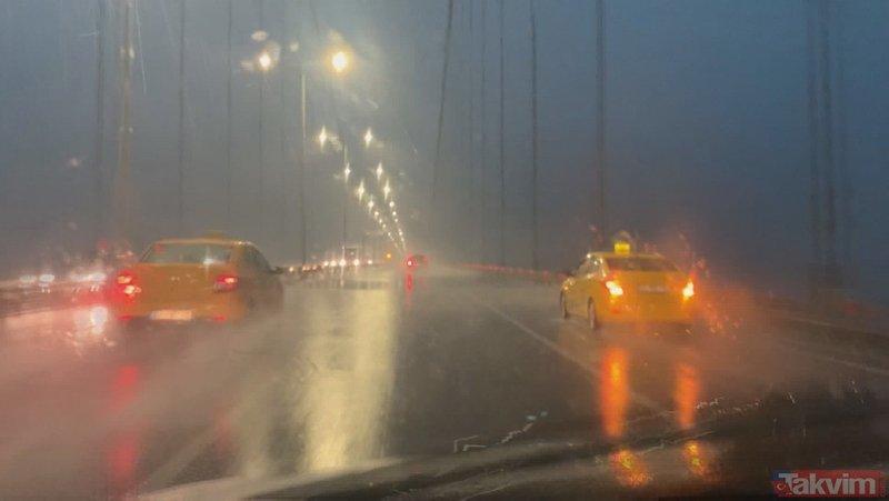 İstanbul'da şimşekler gökyüzünü aydınlattı