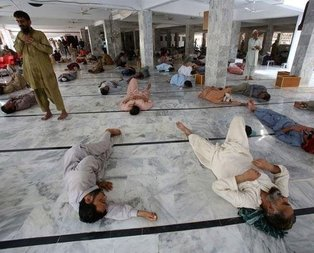 Pakistan'da sıcaklar can alıyor