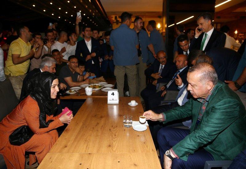 Cumhurbaşkanı Erdoğan, Diyarbakır'da kanaat önderleri ile buluştu