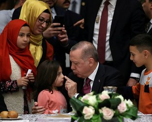 Erdoğan ve minik kız arasında gülümseten diyalog