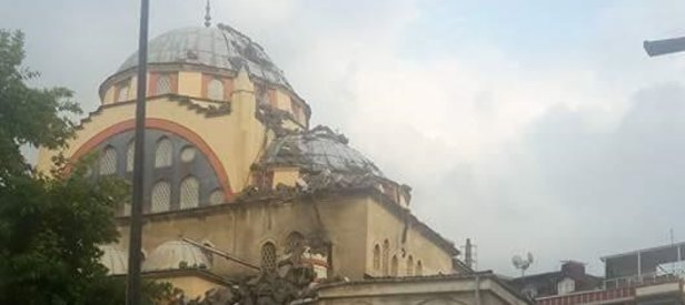 Küçükçekmecede caminin minaresi yıkıldı