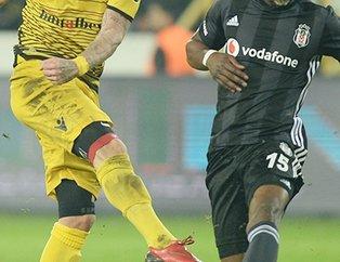 Beşiktaş'ın eski yıldızı çok fena yakalandı! Evli futbolcu başka bir kadınla el ele...