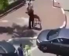İsrailli ırkçı bir grup Filistinli kadını arabayla ezmeye çalıştı