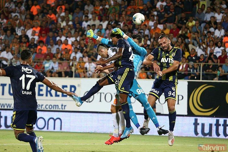 Fenerbahçe taraftarından Altay Bayındır tepkileri! Zanka'nın kafasını tutunca golü tutamadı