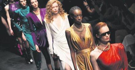 Mercedes-Benz İstanbul Fashion Week, ünlü akınına uğradı