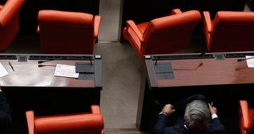 TBMM'de koronavirüs Kovid-19 tedbiri! Milletvekillerinin oturduğu sıralara bu not bırakıldı