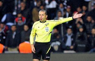 UEFA'dan Cüneyt Çakır'a tam not