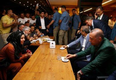 Cumhurbaşkanı Erdoğan, Diyarbakırda kanaat önderleri ile buluştu