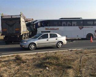 Yolcu otobüsü TIR'la çarpıştı! Ölü ve yaralılar var