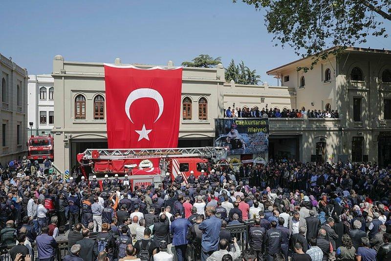 Şehit itfaiyeci Taner Çebi için İstanbul İtfaiyesinde tören düzenlendi