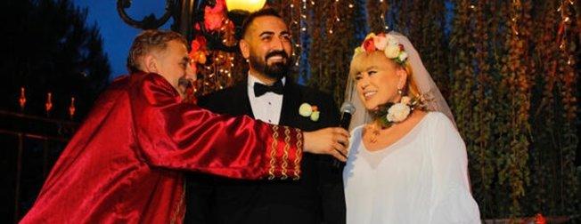 Zerrin Özer'den iddialar hakkında ilk açıklama: Murat Akıncı ile boşanıyorum!