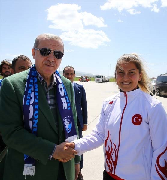 Cumhurbaşkanı Erdoğan Erzurumda coşkuyla karşılandı!