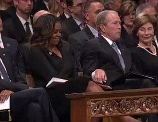 ABD'li siyasetçi John McCain'in cenaze töreninde ilginç olay