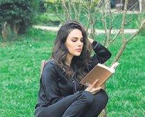 Kitap kurdu Özgü