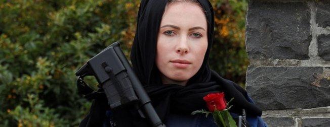 Cami katliamının yaşandığı Yeni Zelanda'da kadın polisten anlamlı hareket