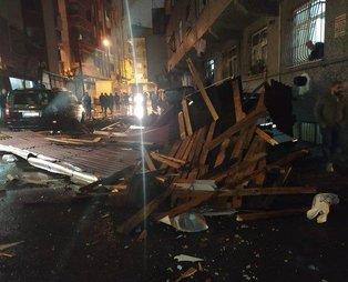 Son dakika: Meteoroloji uyarmıştı! İstanbul'da beklenen fırtına başladı! Çatılar uçtu, vatandaşlar zor anlar yaşadı...