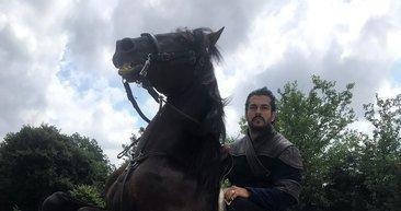Kuruluş Osman'ın yıldız oyuncusu Burak Özçivit o haliyle şaşırttı! Görenler tanıyamıyor...
