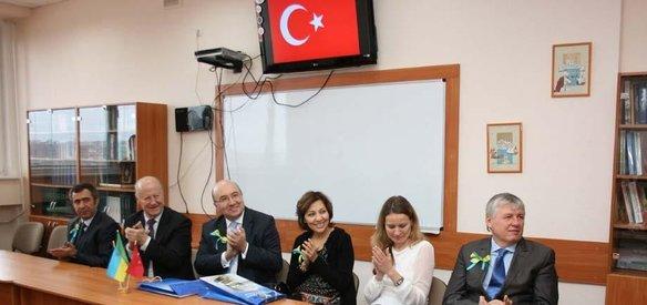 Ukrayna'nın Kharkiv şehrindeki Skovoroda Pedagoji Üniversitesinde Türk Kültür Merkezi açıldı.
